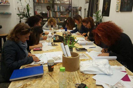 נשים לומדות בקורס הום סטיילינג