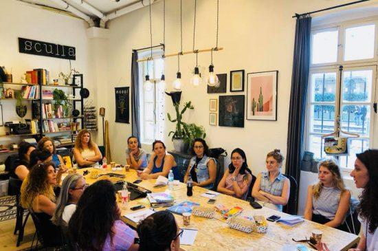 נשים לומדות בקורס